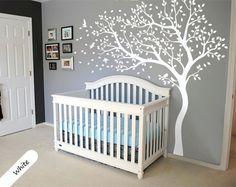 Ein Wandtattoo ist eine einfache Möglichkeit, um eine sofortige Wandbild erstellen. Jeder kann einen Spaß Wand-Funktion in der eigenen Wohnung zu schaffen. White Tree Nursery Wandtattoo Baum und...