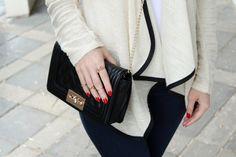 http://fashiondose.blogspot.com/2014/04/casual-rainy.html