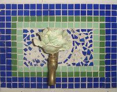 """Torneira de Pia -3/4"""" Em metal rústico sem polimento Rosa em resina pigmentada com pintura  Largura15cm Altura17cm Comprimento 18 cm   ESSA TORNEIRA TAMBÉM PODE SER USADA EM CHURRASQUEIRAS OU ATÉ PARA ENFEITAR SEU TANQUE R$ 130,00"""