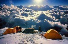 Himalaya El Himalaya es una cordillera situada en el continente asiático, la cual se extiende por los países de Bután, Nepal, China e India. Su nombre procede del sánscrito हिमालय, himālaya palabra compuesta por hima: 'nieve' y ālaya: 'morada, lugar'.