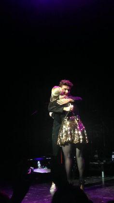 Nathan e Meghan Trainor em Birmingham, na Inglaterra. (via @ToriKellyIsPerf & @Sykes_Lovers)