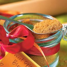Sweet Spice Blend Ingredients 2 tablespoons light brown sugar $ 2 tablespoons ground cinnamon 4 teaspoons dried ground ginger 1 teaspoon ground nutmeg 1/2 teaspoon ground cloves 1/2 teaspoon ground cardamom Preparation Combine all ingredients in a small bowl. Store in an airtight container.