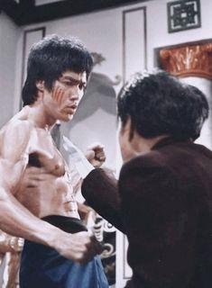 Bruce Lee Chuck Norris, Bruce Lee Pictures, Bruce Lee Movies, Enter The Dragon, Marilyn Monroe Photos, Muhammad Ali, Big Men, Kung Fu, Martial Arts