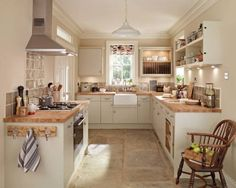 Match Your Sweet Home Cottage Kitchens, Home Kitchens, Cream Kitchens, New Kitchen, Kitchen Decor, Kitchen Country, Small Kitchen Diner, Small Country Kitchens, Cosy Kitchen