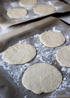 Pitaleivät | Reseptit | Kinuskikissa Cookies, Desserts, Food, Crack Crackers, Tailgate Desserts, Deserts, Biscuits, Essen, Postres