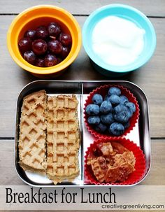 Easy Back to School Lunch Ideas: A Full Month of Sandwich Free Bento Box Lunches - Creative Green Living Bored with PB&J? I've put together a whole month of sandwich free lunch ideas that kids are sure to love. Bento Box Lunch, Lunch Snacks, Box Lunches, Healthy Snacks, School Lunches, Bento Kids, Clean Lunches, Lunch Boxes, Toddler Meals