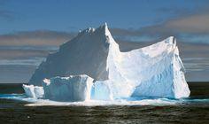 Croisière en Antarctique. En route vers la péninsule antarctique, sur l'océan Austral, les glaciers de 30 ou 40 mètres de haut ne sont pas rares.  Sarah Bergeron-Ouellet / Agence QMI