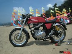 Royal Enfield Continental GT 535 Side View - Review - http://burnyourfuel.com/60181/royal-enfield-continental-gt-review/