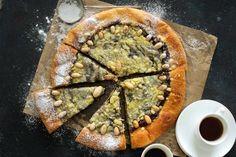 Dvojctihodný koláč s tvarohovou náplní | Apetitonline.cz Pie, Favorite Recipes, Baking, Desserts, Food, Therapy, Torte, Tailgate Desserts, Cake