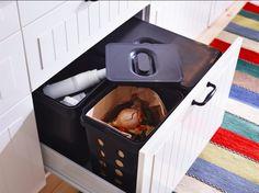 Para além de organizarem e esconderem os resíduos, os caixotes VARIERA têm cantos arredondados, facilitando - muito - a sua limpeza.
