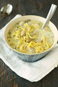 Creamy Chicken Noodle Soup Crock Pot Soup, Crock Pot Slow Cooker, Slow Cooker Recipes, Crockpot Recipes, Soup Recipes, Cooking Recipes, Slow Cooking, Chili Recipes, Delicious Recipes