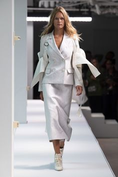 Sies Marjan Spring 2020 Ready-to-Wear Fashion Show - Vogue Women's Runway Fashion, Spring Fashion, Womens Fashion, Skirt Fashion, Hijab Fashion, Fashion Hats, Fashion Figures, Fashion Show Collection, Trendy Outfits