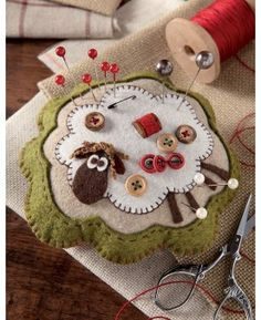 Felt Crafts: 115 incredible photos and steps Felt Crafts: . Felt Crafts: 115 incredible photos and steps Felt Crafts: 115 incredible photos a Felted Wool Crafts, Felt Crafts, Fabric Crafts, Sewing Crafts, Sewing Projects, Clay Crafts, Penny Rug Patterns, Wool Applique Patterns, Felt Applique