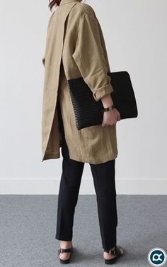 ::: Back like the blazer but looser and longer coat - Minimal + Chic Fashion Details, Look Fashion, Hijab Fashion, Fashion Outfits, Fashion Design, Modest Fashion, Fall Fashion, Minimal Chic, Looks Style