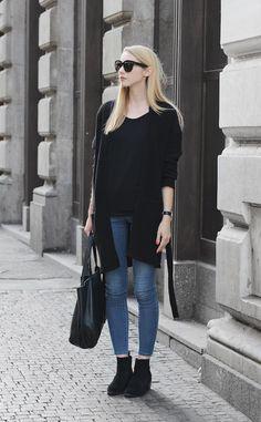 PAVLINA JAGROVA : blue jeans
