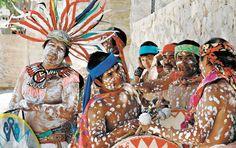 Celebrarán Día de las Poblaciones Indígenas con danzas, cantos, artesanías y comida. Rituales tarahumaras, uno de los atractivos que se podrán apreciar en las jornadas en el Parque Central. http://diario.mx/Local/2014-08-05_a84c0795/celebraran-dia-de-las-poblaciones-indigenas-con-danzas-cantos-artesanias-y-comida/