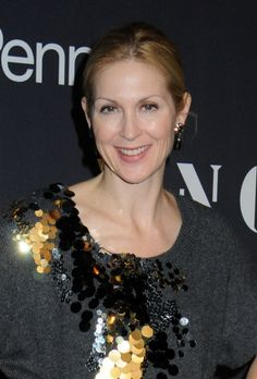 Kelly Rutherford simple, updo hairstyle