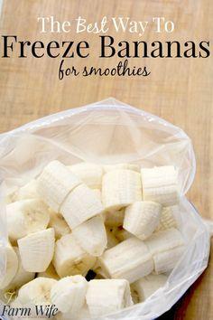 To Freeze Bananas For Smoothies how to freeze banana - I've tried lots of ways, and this is the best - especially for smoothies!how to freeze banana - I've tried lots of ways, and this is the best - especially for smoothies! Freezer Cooking, Freezer Meals, Healthy Smoothies, Healthy Drinks, Healthy Snacks To Buy, Freezing Vegetables, Freezing Fruit, Freezing Smoothies, Freezer Smoothie Packs