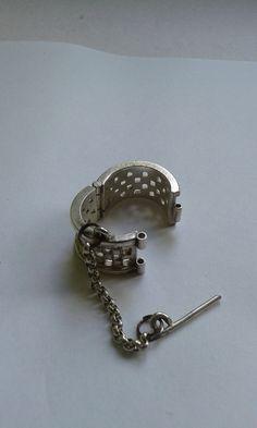 prisoner ring open