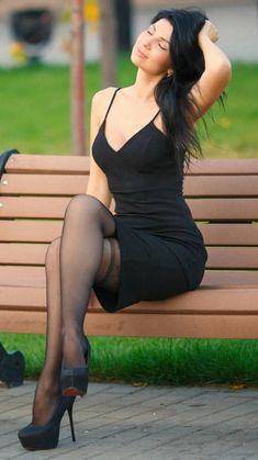 Women With Beautiful Legs, Lovely Legs, Women Legs, Sexy Women, Pantyhose Outfits, Sexy Legs And Heels, Fashion Beauty, Womens Fashion, Sexy Stockings