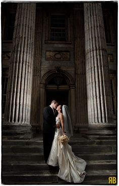 Wedding couple with columns