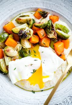 Creamy Goat Cheese Grits with Roasted Brussels Sprouts and Squash and Poached Eggs. This hearty vegetarian main course can be prepared in less than 45 minutes. Roasted Vegetables, Veggies, Winter Vegetables, Vegetarian Recipes, Healthy Recipes, Vegetarian Options, Healthy Food, Avocado Breakfast, Eat Breakfast