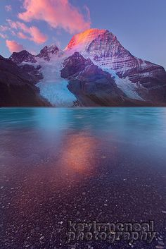 Mount Robson / Berg Lake sunrise - Mount Robson ( 3.954m) is the most prominent mountain in the Rocky Mountains range,  British Columbia, Canada