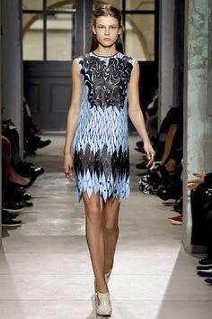 Balenciaga, vestido con estampado hecho con láser.