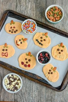 10 Healthy Homemade Halloween Treats For Kids! Homemade Halloween Treats for Kids! 10 Healthy Homemade Halloween Treats For Kids! Homemade Halloween Treats for Kids! Homemade Halloween Treats, Halloween Fruit, Halloween Treats For Kids, Pumpkin Yogurt, Pumpkin Chocolate Chips, Nice Cream, Healthy Pumpkin, Frozen Yogurt, Snack Recipes