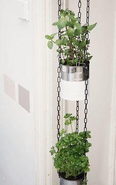 DIY-Anleitung: Blumenampel aus Dosen bauen via DaWanda.com