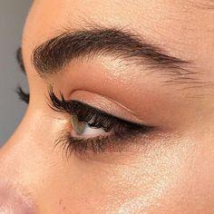 Hate the current eyebrow trend. Lovely natural look allllllwaaaaaayyyysssssss