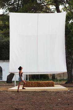 The 'White extension' is a temporary auditorium added to the volume of an existing hostel in San Cataldo, Italy. Build for facilitating the summer edition of the IAHsummer15.