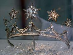 Nice closeup of Queen Emma's Star Tiara