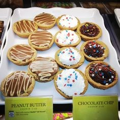 #peanutbutter Chocolate Cookie Cups #nestle #tollhouse #cookies #nestlecafe
