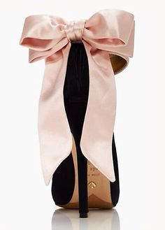 Kate Spade - Grande Bow Heels - so beautiful! Trend Fashion, Fashion Shoes, Womens Fashion, Style Fashion, Fashion Jewelry, Fashion Outfits, Fashion Art, Fashion News, Winter Fashion