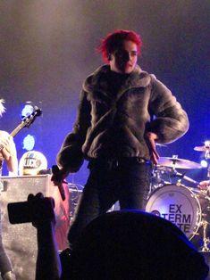 My Chemical Romance Gerard Way Gerard Way, Mcr Memes, Band Memes, Bob Bryar, Lindsey Way, Black Parade, What Really Happened, Frank Iero, Emo Bands