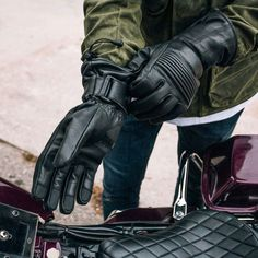 With a solid insulated lining to keep you warm, plus a water resistant layer for protection against wind and water, this First Mfg. Insulated Gauntlet Glove features a long cuff for all the coverage you need to keep you on your bike during colder seasons. Huge value for the quality with this glove! #warmmotoglove