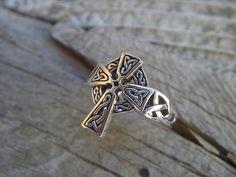 Celtic cross ring in sterling silver por Billyrebs en Etsy