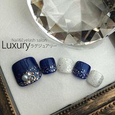 2016/11/09 07:41:58 nail_eyelash_luxury Luxuryのフットジェルネイルは… ファイル (爪の形を整える) ↓ フットバス (角質をふやかす) ↓ 甘皮集中ケア (爪まわりの余分な角質を除去、角質をしっかりとることで爪の形がはっきりし、持ちも良くなります) ↓ カラー150種類以上、ラメ150種類以上の中からお好きなカラーがお選び頂けます ↓ たくさんある中からお好きなアートをお選び頂けます ↓ お仕上げ (施術約1時間〜2時間) 丁寧をモットーにケアに力を入れております。 そしてカラーやアートも数ある中からお選びいただけますのでご自分にあったデザインをお選びいただけるかと思います。 ¥5400〜 +¥1080で気になるカカトの角質ケアもお付けができます! もちろんまつげエクステやハンドのジェルネイルの同時施術も可能です‼︎ まつげ・ハンド・フットネイルの3つまとめて同時施術のお客様も増えております(-_^) ご質問やご予約はお気軽にこちらまでお問い合わせください。…
