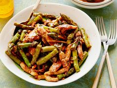Delicious and is added to our family recipes! 2017 Asparagus and Chicken Stir-fry recipe from Food Network Kitchen via Food Network Chicken Asparagus, Asparagus Recipe, Garlic Chicken, Grilled Asparagus, Stir Fry Recipes, Cooking Recipes, Pan Cooking, Asian Recipes, Healthy Recipes
