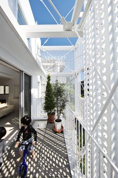 Hiroyuki Moriyama completes Tokyo apartment building - All About Balcony Architecture Office, Architecture Details, Tokyo Apartment, Metal Facade, Casa Patio, Steel House, Building Facade, Steel Structure, Facade House