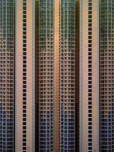 EDIFICIOS DE HONG KONG - SkyscraperCity - Fotos que son de un fotógrafo llamado Michael Wolf, quien realizó una exposición, donde muestra la sorprendente densidad de los edificios en la ciudad de Hong Kong.