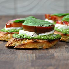 Oh yum! CAPRESE CROSTINI with PESTO. Grill slices of baguette drizzled with good olive oil and your cooking is done. Top with fresh pesto, fresh mozzarella and a basil leaf. Holiday Party Appetizers, Food Porn, Cooking Recipes, Healthy Recipes, Easy Recipes, Healthy Food, Cooking Grill, Summer Recipes, Delicious Recipes