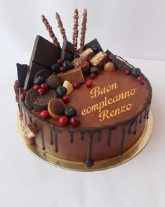 Buon compleanno Renzo Chocolate Birthday Cake Decoration, Sweet Recipes, Cake Recipes, Cake Icing, Cupcake Cakes, Chocolate Drip Cake, Dessert Decoration, Drip Cakes, Occasion Cakes