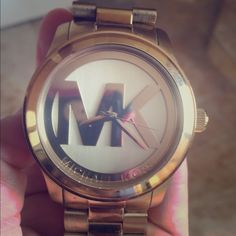 Mk 5473 gold Michael Kors women's watch Imported Watch Attachment type: 3 Link Bracelet Watch battery type: 371 (battery included) Analog-quartz Movement Case Diameter: 45mm Water Resistant To 330 Feet Michael Kors Accessories Watches
