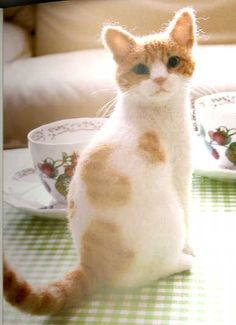 A needle felted cat........oh wow!! Midori Nakayama's Needle Felting Realistic Cats Post Card Art Book