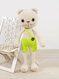 Crochet pattern: Long-legged cat in shorts // Kristi Tullus (sidrun.spire.ee)