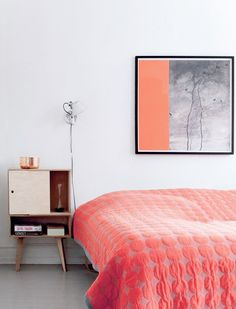 Bright, colorful bedding and modern art pairs perfectly with minimalist midcentury bedroom furnishings. Deco Bobo, Home Bedroom, Bedroom Decor, Coral Bedroom, Modern Bedroom, Bedroom Orange, Bedrooms, Trendy Bedroom, Bedroom Colors