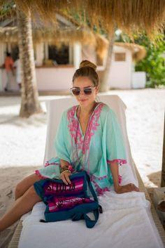 Tra fashion blogger e celebrità le foto di beach style sono tantissime. Kaftani, shorts scopri i 45 look e outfit per la spiaggia più belli del web!