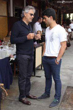 Andrea Bocelli Divorce | Andrea Bocelli et son fils Amos en pleine discussion à Beverly Hills ...